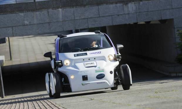 Incentivi per le elettriche e spazio alla guida autonoma
