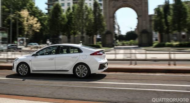 Hyundai Ioniq La prova della 1.6 Hybrid 6DCT Style