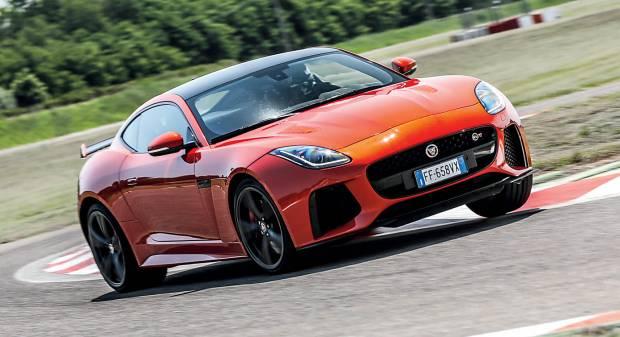 Jaguar F-type SVR Alla frusta sui cordoli di Vairano - VIDEO