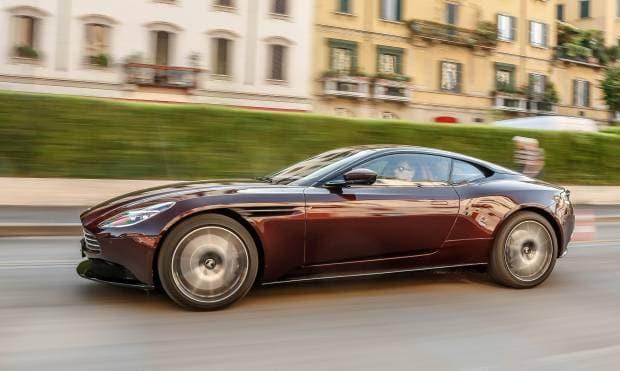 La prova della Aston Martin DB11