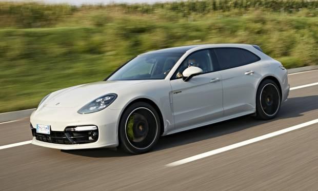 Sul numero di ottobre La prova della Porsche Panamera 4 E-Hybrid