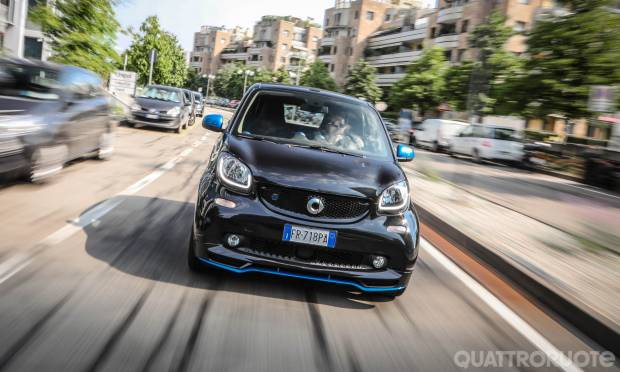 Smart EQ fortwo La prova della cabrio Passion Nightsky