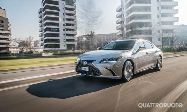 Su Quattroruote di marzo La prova della Lexus ES Luxury