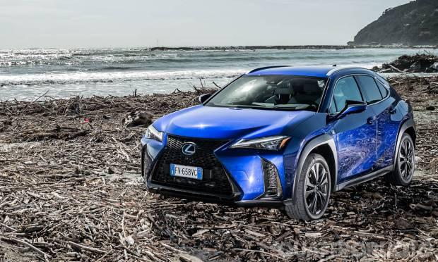 Sul numero di aprile La prova della Lexus UX