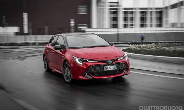 Sul numero di maggio La prova della Toyota Corolla 2.0 Hybrid Lounge