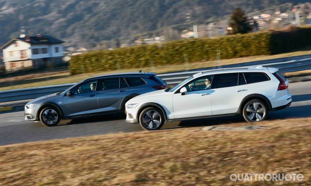 Sul numero di marzo Volvo V60 Cross Country vs Opel Insignia Country Tourer