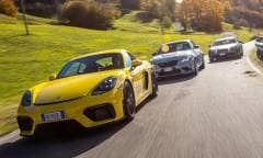 Alpine A110 S, BMW M2 CS e Porsche 718 Cayman GT4: sfida in strada e in pista - VIDEO